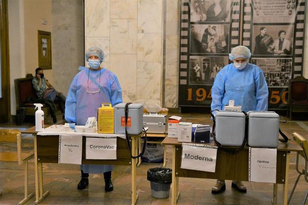 Від COVID-19 вакцинувалися 94 % працівників медичної галузі Рівненщини