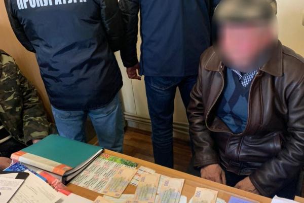 Хабар за оренду приміщень: суд визнав винним ексдиректора одного з ринків на Рівненщині
