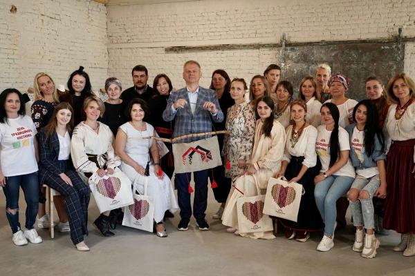 «Ладомирія» закликає українців позаглядати у бабусині шафи та скрині