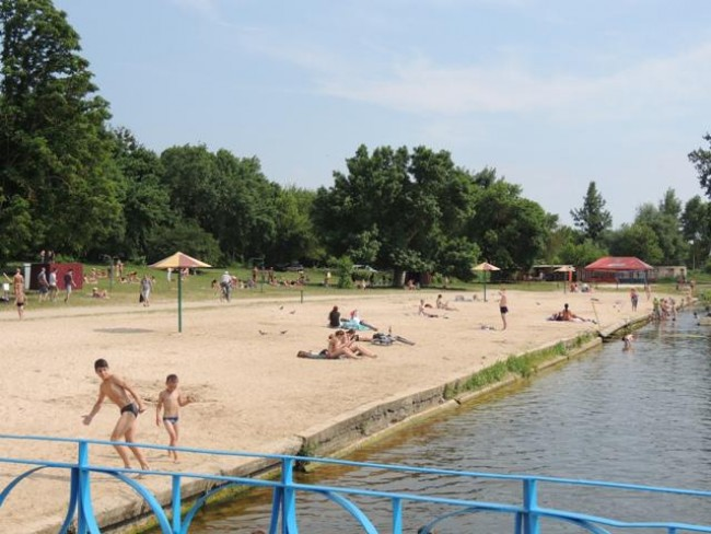 Скла й каміння в Басівкутському озері нема, а бруд і фекалії є