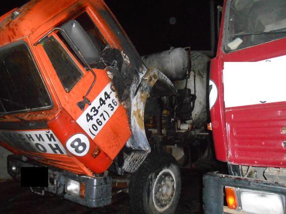 На території підприємства підпалили вантажівку (Фото)