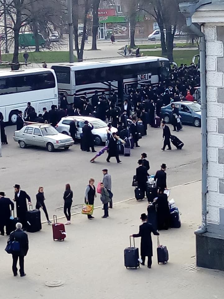 Транзитом через Рівненщину на Буковину поїхали хасиди
