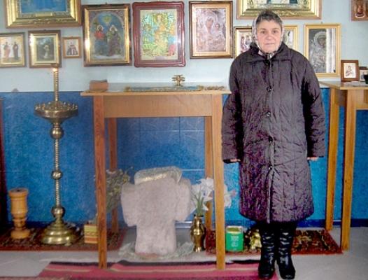 У Довгалівці на Радивилівщині є давня святиня – камінний хрест, що виріс із землі