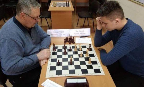 Школяр з Вараша взяв участь у шаховому турнірі, де грав із маститими шахістами