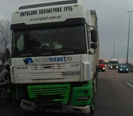 Корецькі рятувальники рятували ситуацію під час ДТП на автодорозі Київ-Чоп