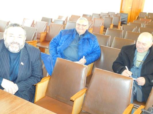 Куди зникають депутати Млинівської районної ради?