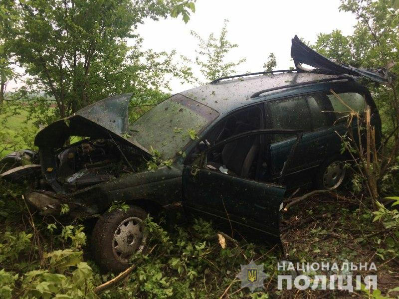 На Дубенщині автомобіль злетів у кювет: є потерпілі