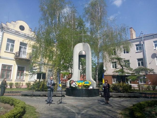 У Рівному руйнується пам'ятник жертвам Чорнобиля
