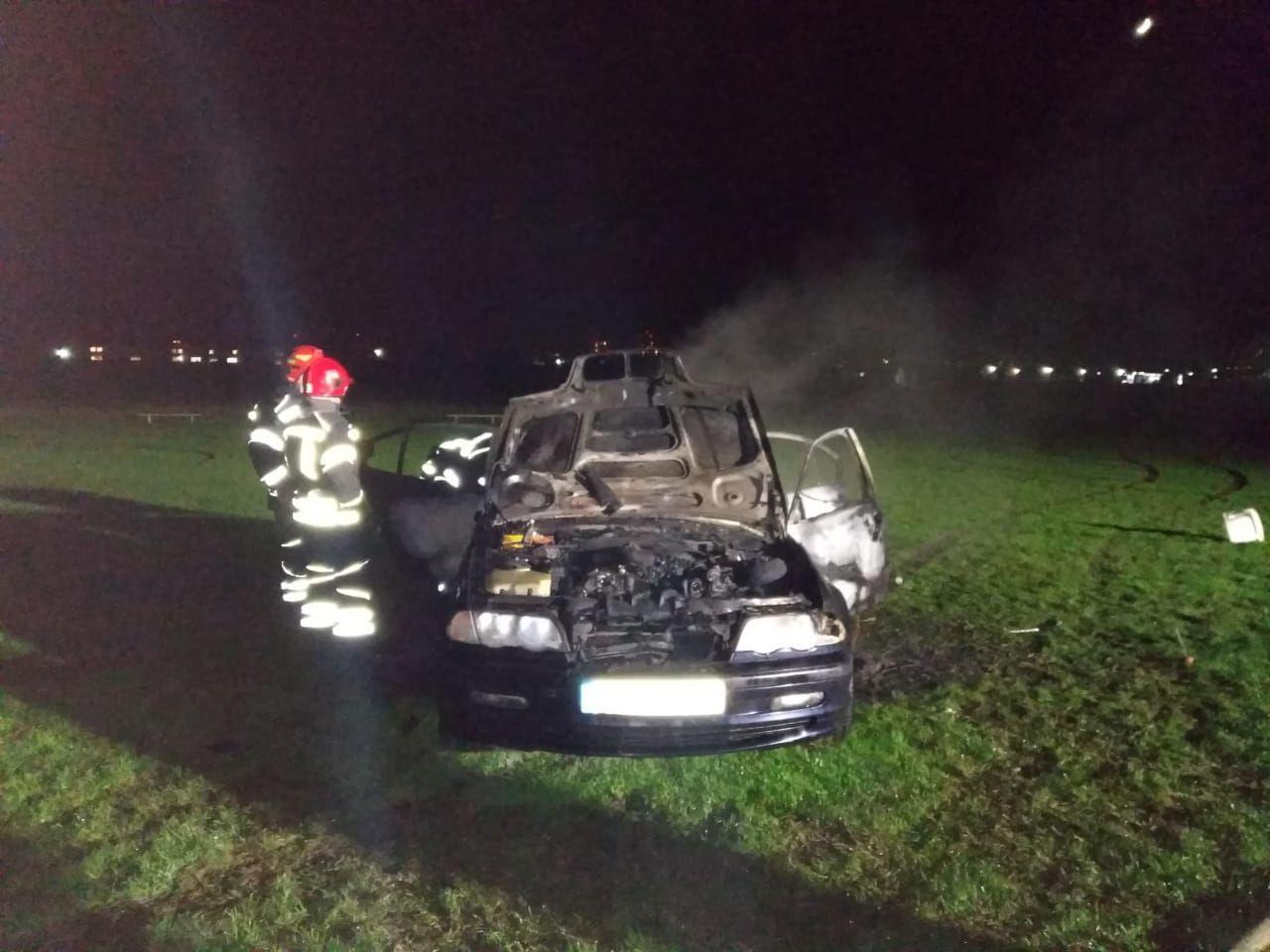 У Бармаках вогнеборці ліквідували пожежу в автомобілі