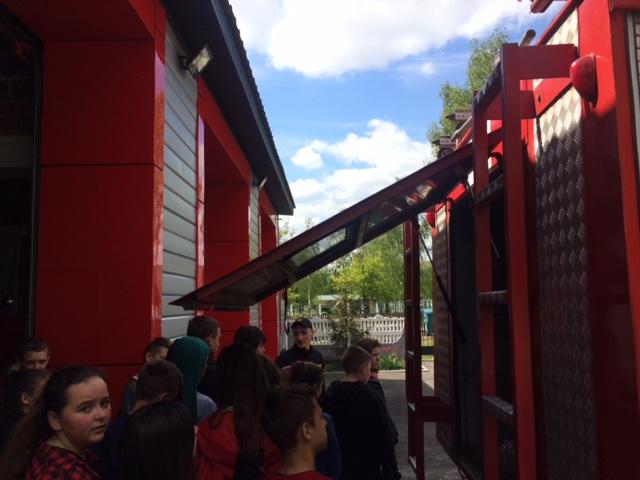 До дубровицьких рятувальників завітали учні місцевої школи