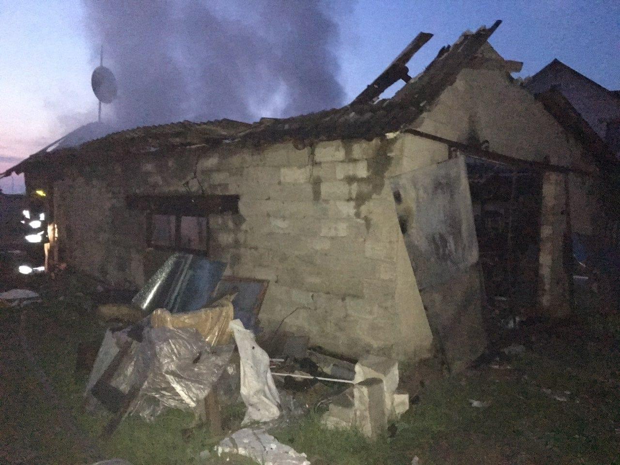 Сарненські вогнеборці виявили в гаражі тіла двох осіб