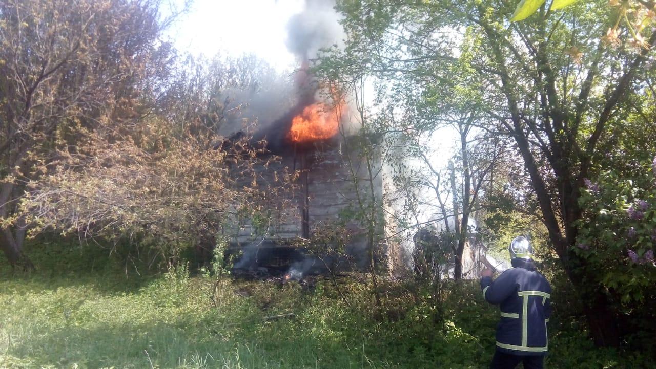 Рятувальники Рівненщини ліквідували пожежу у приватному господарстві
