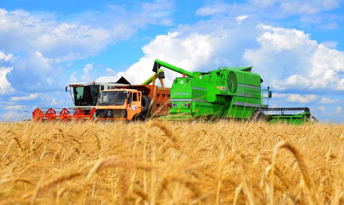 На Острожчині аграрії закладають майбутній урожай