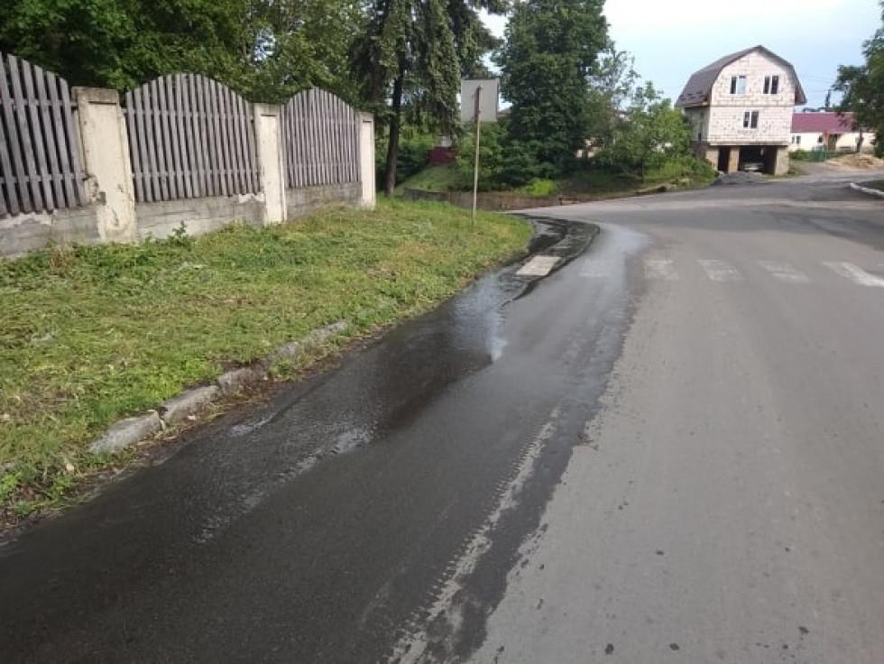 В Острозі утворилась «річка» з нечистот