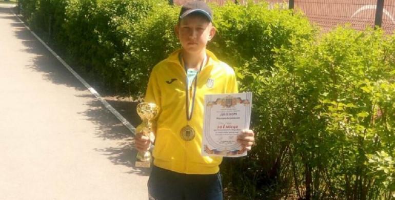 Юний тенісист з Рівненщини виграв золото Чемпіонату України