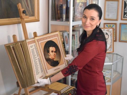 Рівнянка Олена Медведєва презентуватиме в Острозі міні-«Кобзар»