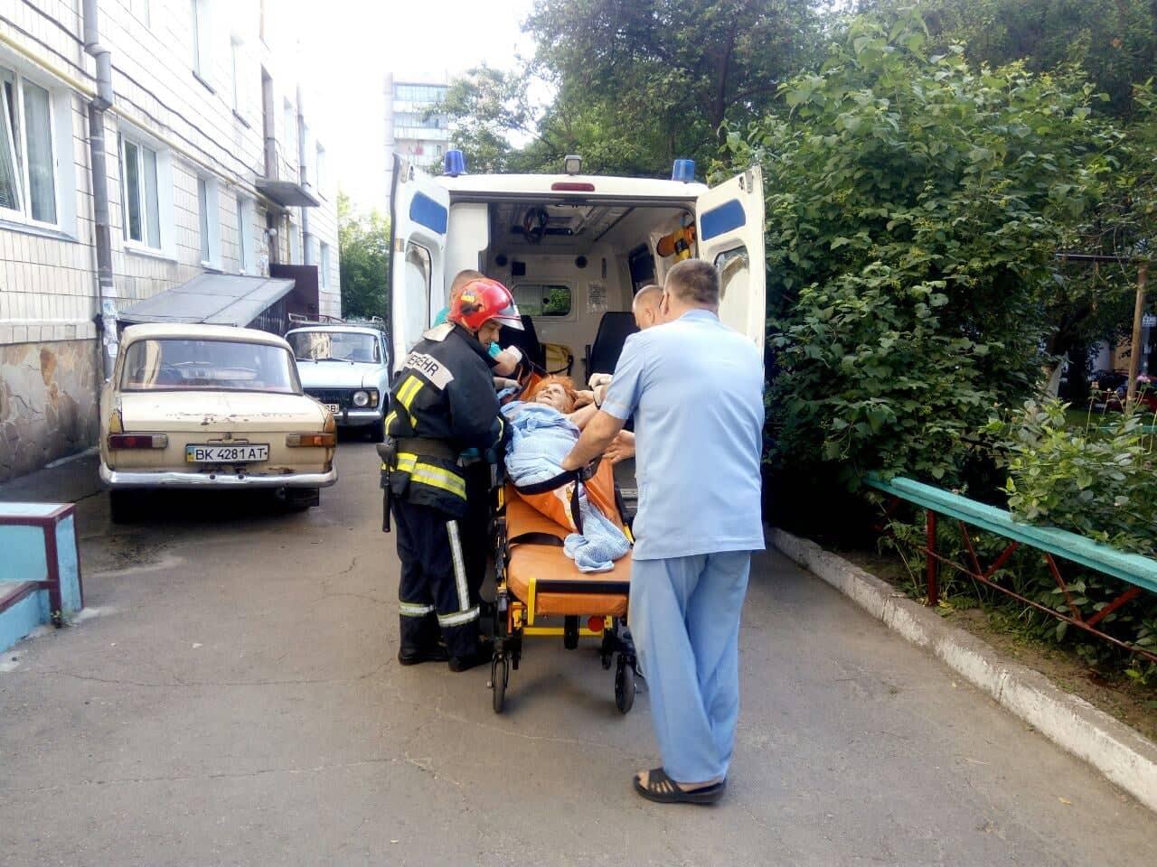 Рівненські рятувальники надали допомогу по відкриванню вхідних дверей