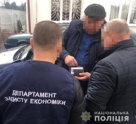 На Рівненщині голова райдержадміністрації взяв хабара за мовчанку