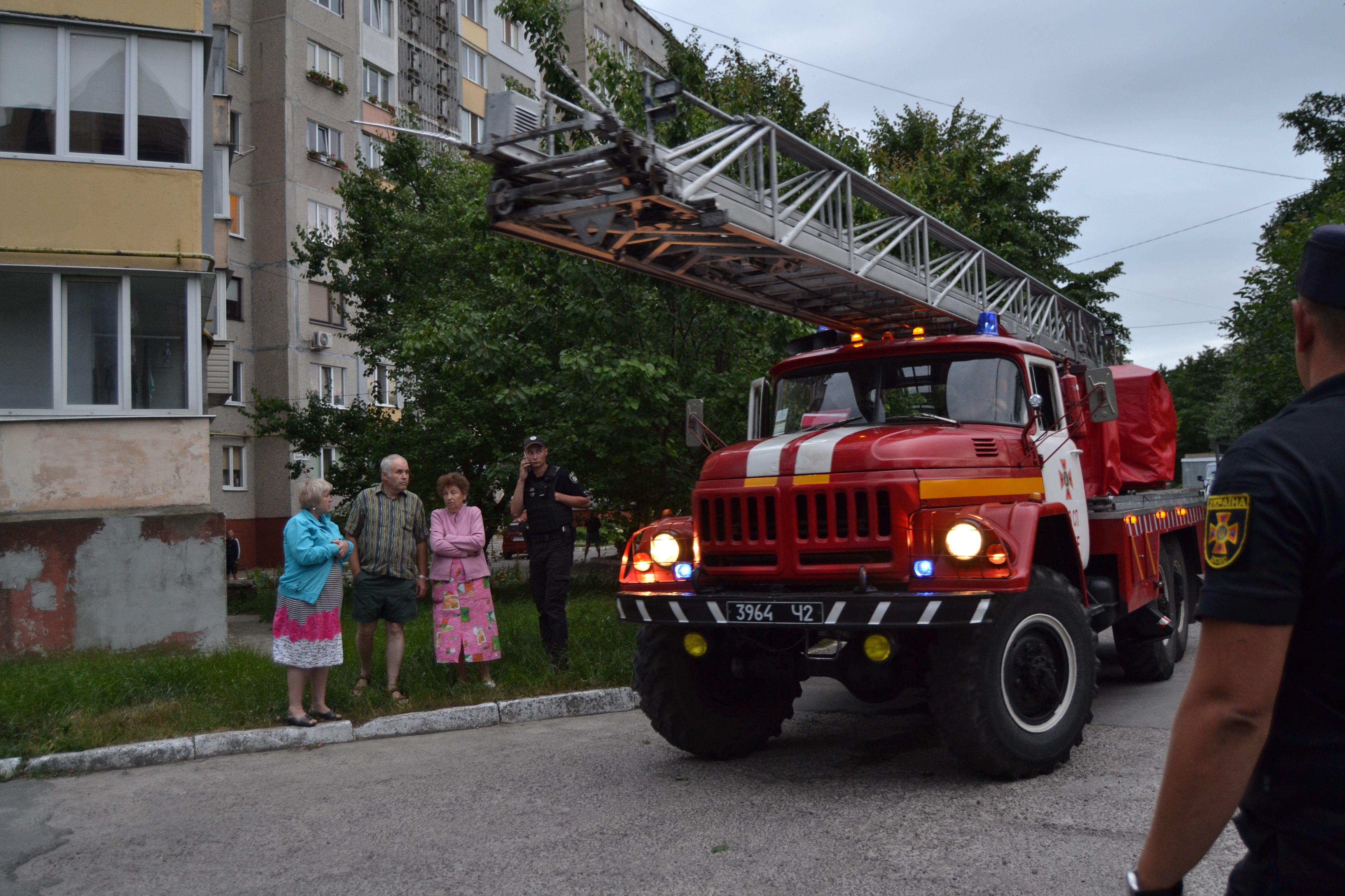 У Рівному рятувальники ліквідували загорання на балконі