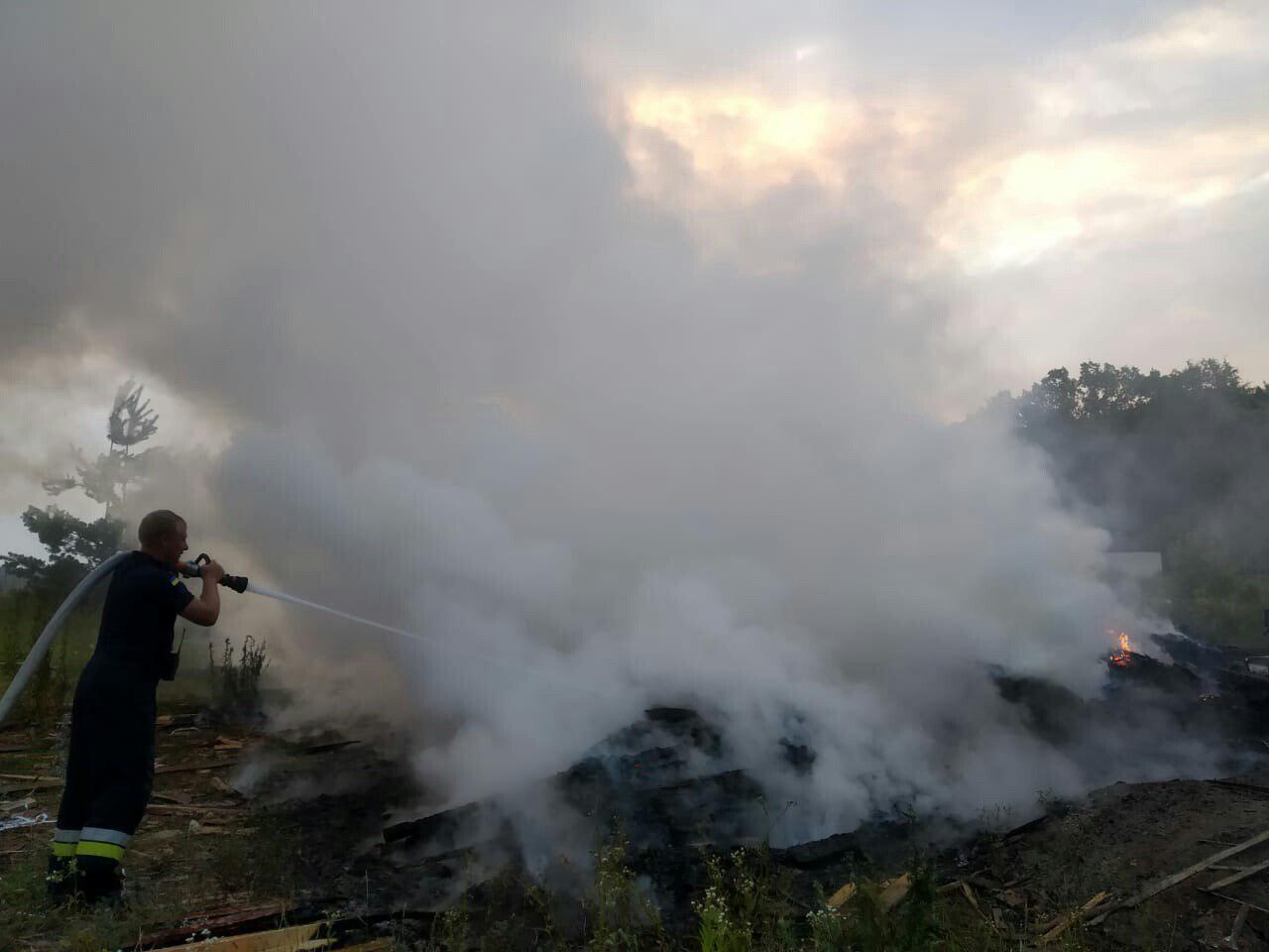 Рівненські рятувальники ліквідували загоряння сміття