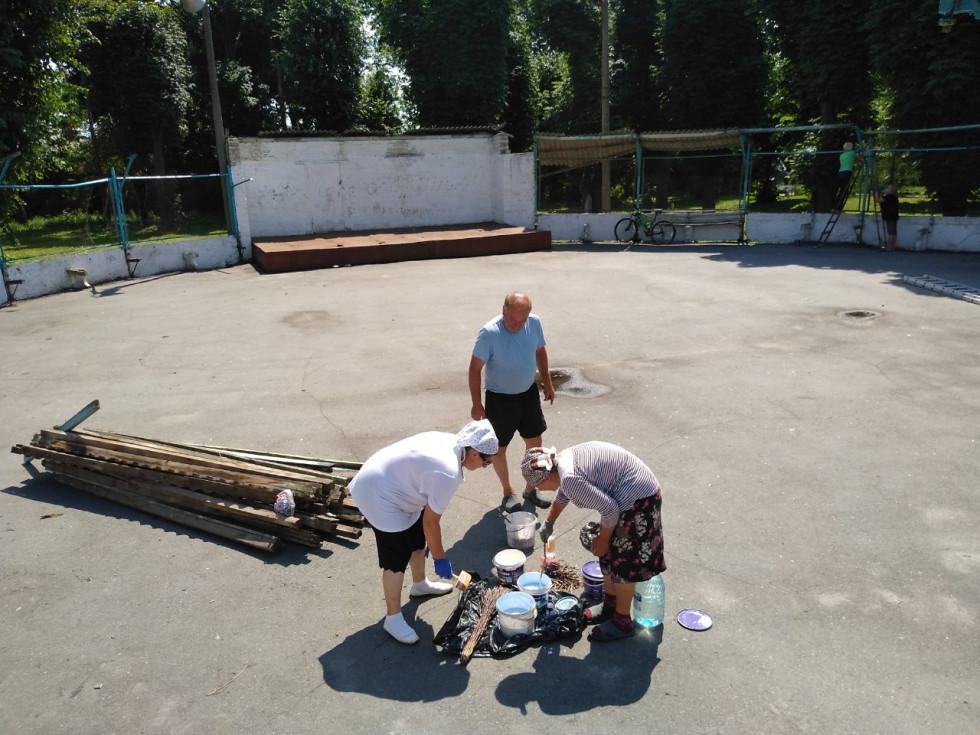 У Корці почалося відновлення танцювального майданчика