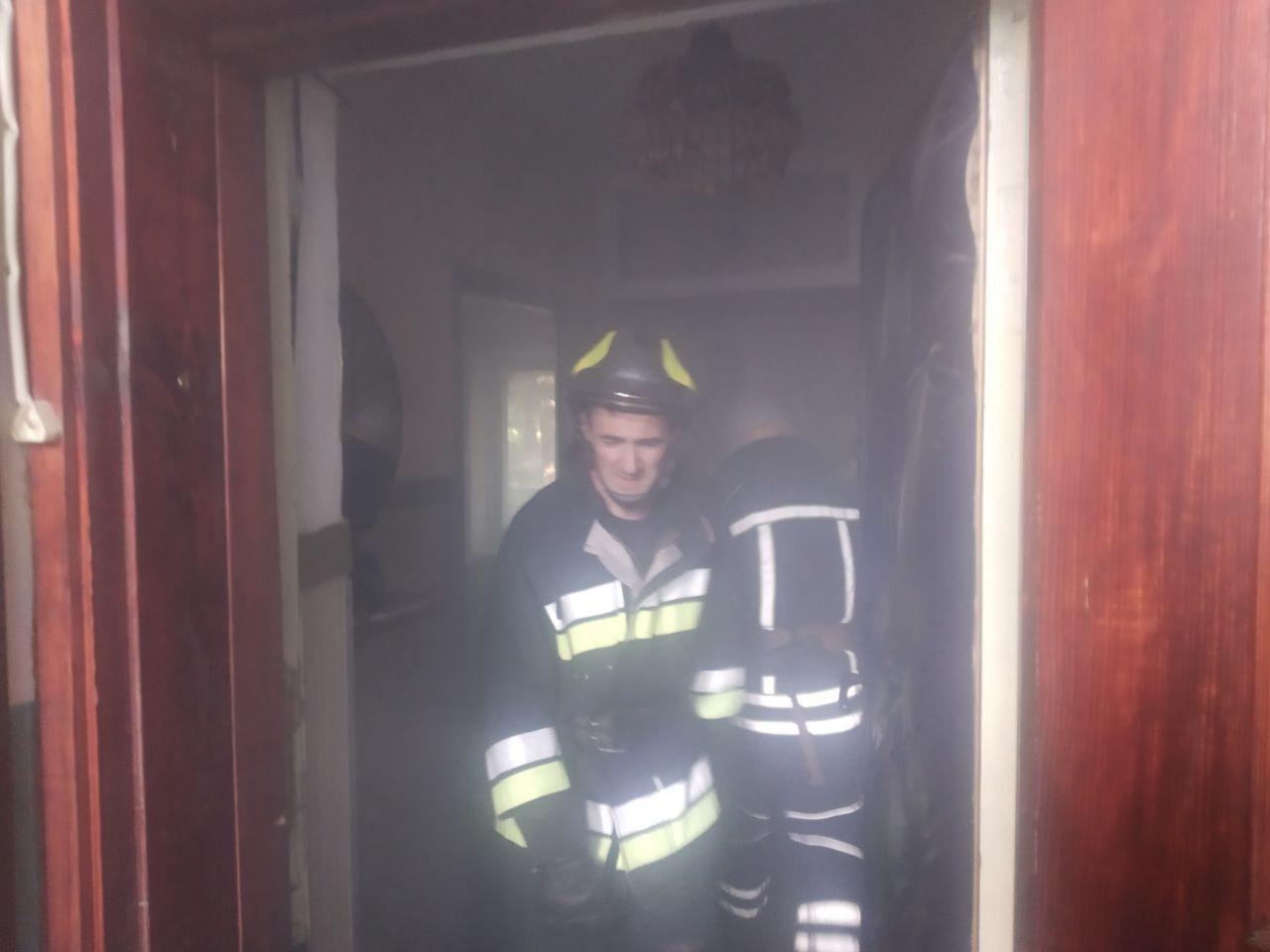 У Рівному вогнеборці врятували життя чоловіка