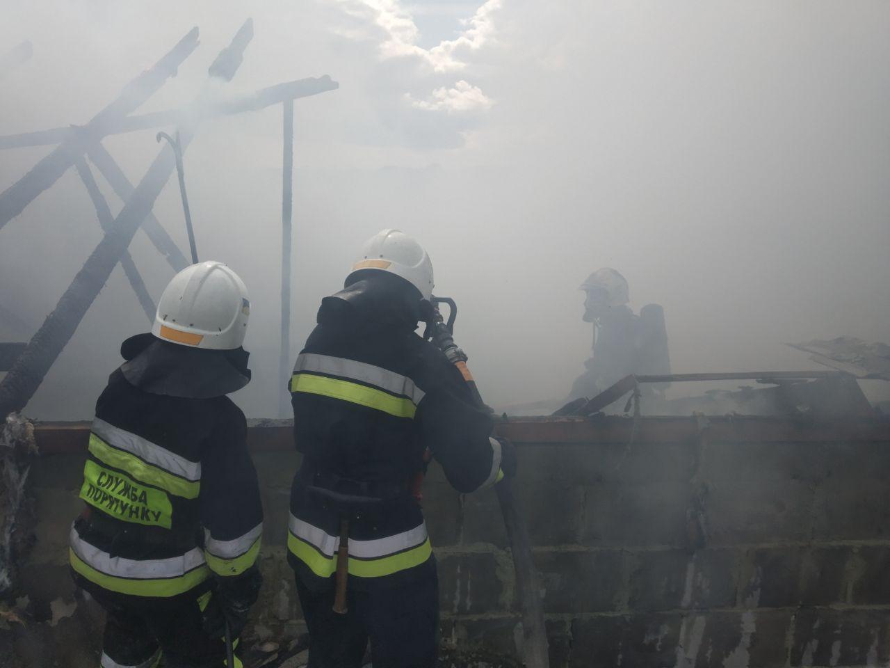 У Рівному вогнеборці ліквідували пожежу у житловому будинку