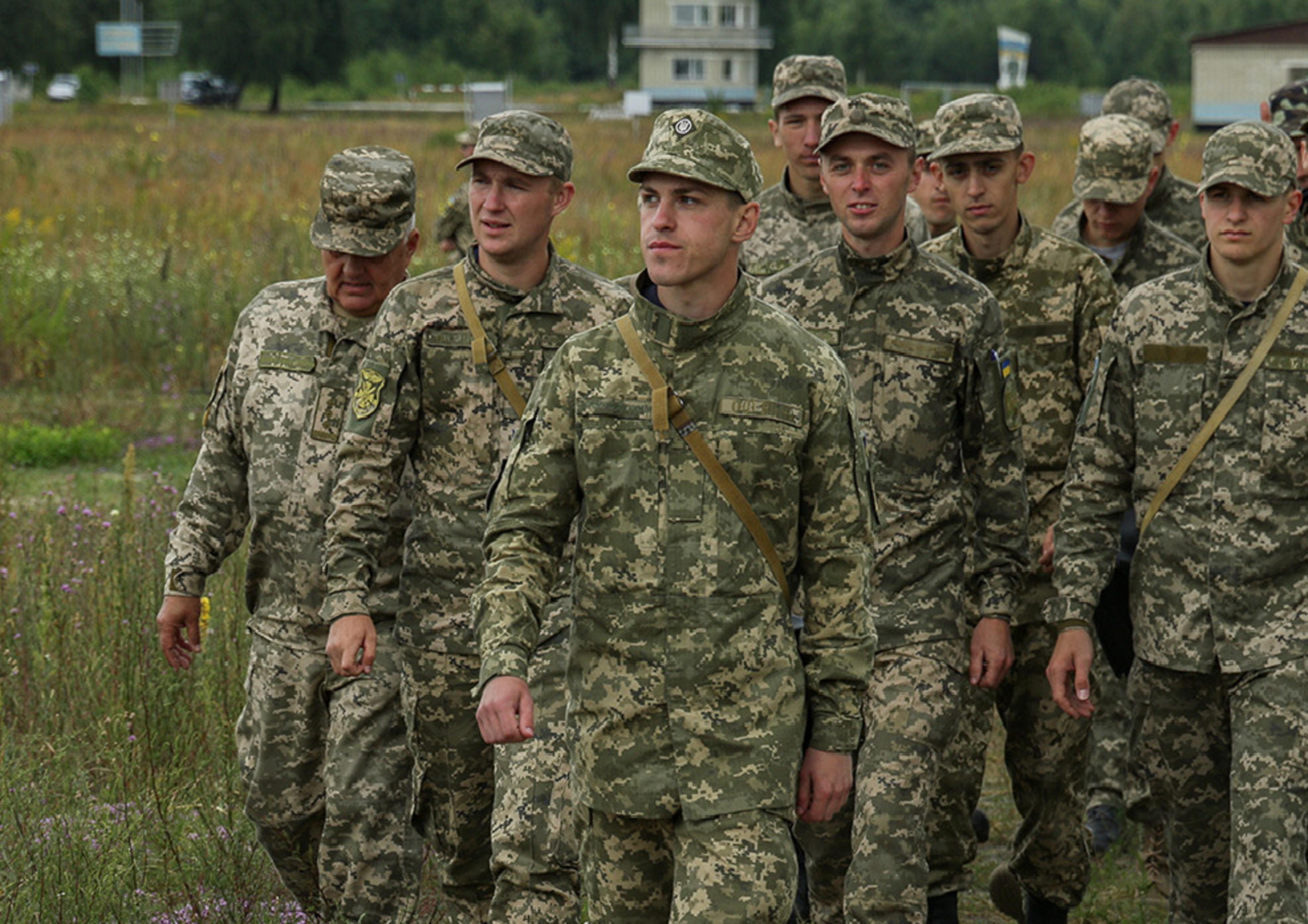 На Рівненщині у польових умовах проходить навчання майбутніх офіцерів