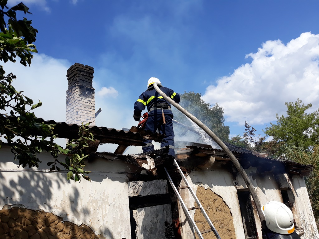 На Острожчині рятувальники ліквідували пожежу