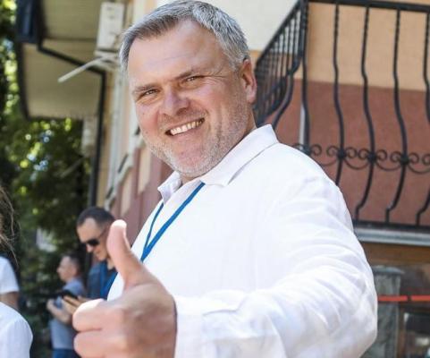 За даними екзит-полу на виборах у Рівному виграє кандидат від «Слуги народу»