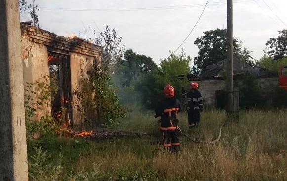 Гощанські рятувальники ліквідували пожежу у недіючій господарській будівлі