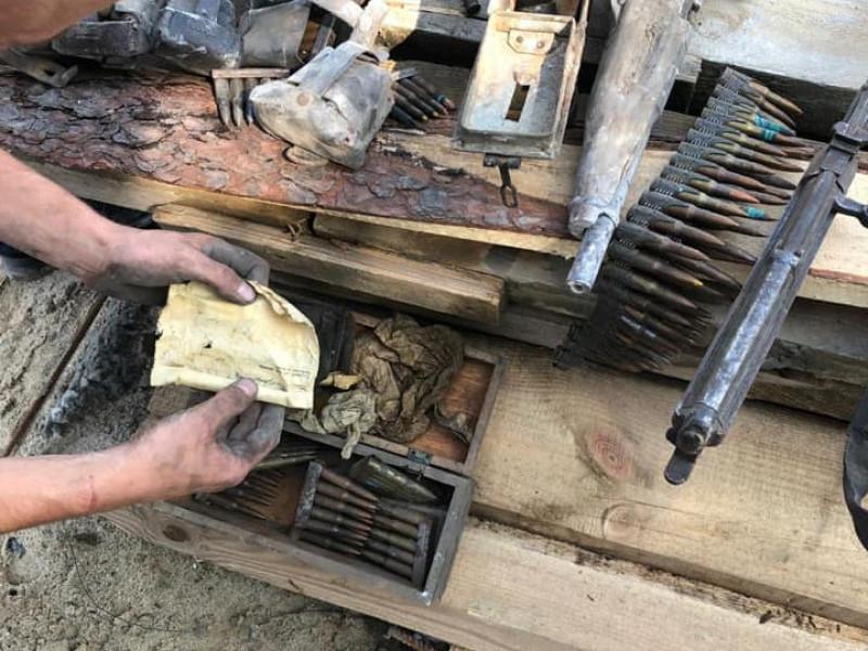 На Острожчині у приміщенні колишньої лікарні знайшли столітню зброю