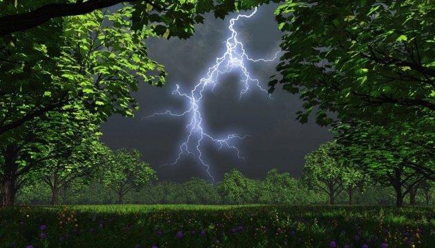 Рівняни, увага: штормове попередження!