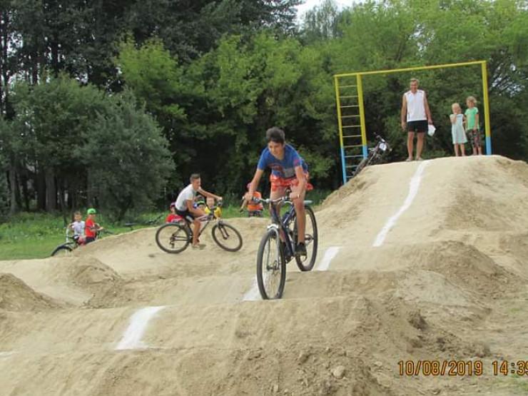 У Корці для велосипедистів будують памп-трек