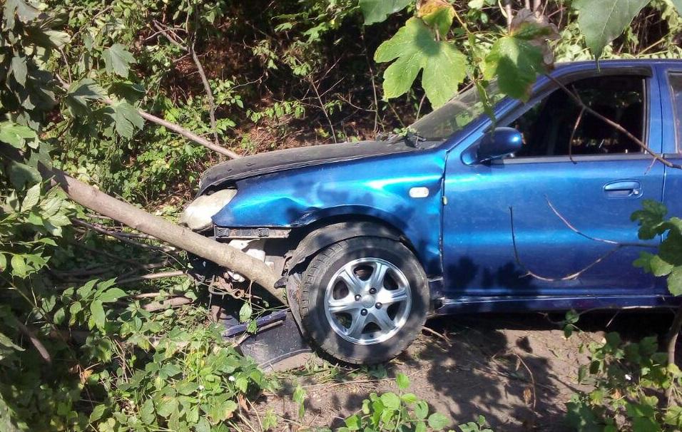 Рятувальники вивільнили авто з кювету на автодорозі «Городище-Рівне-Староконстянтинів»