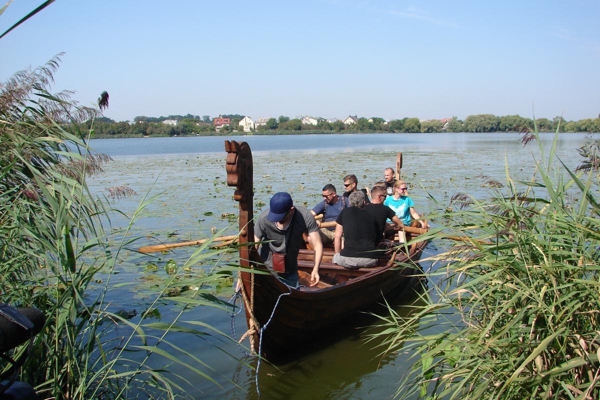 У Рівному спустили на воду копію човна вікінгів