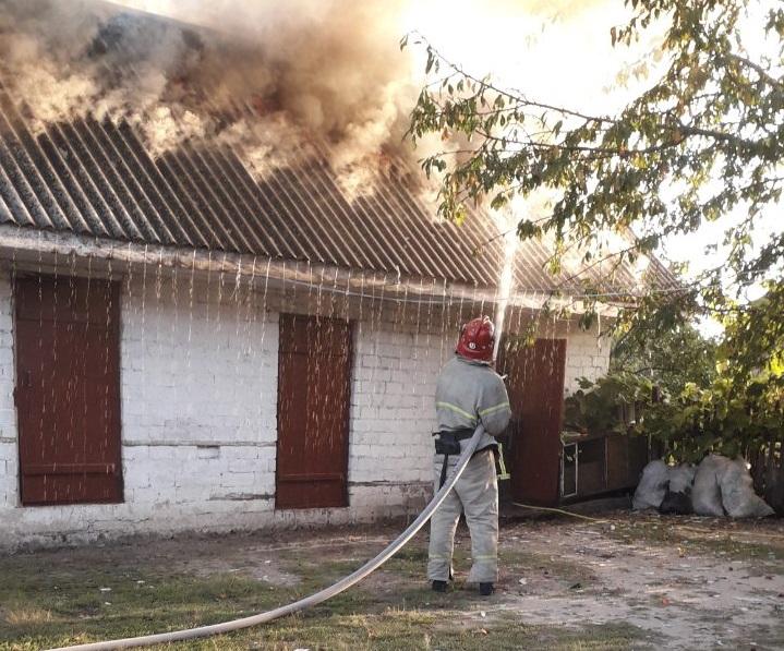 На Березнівщині рятувальники ліквідували пожежу