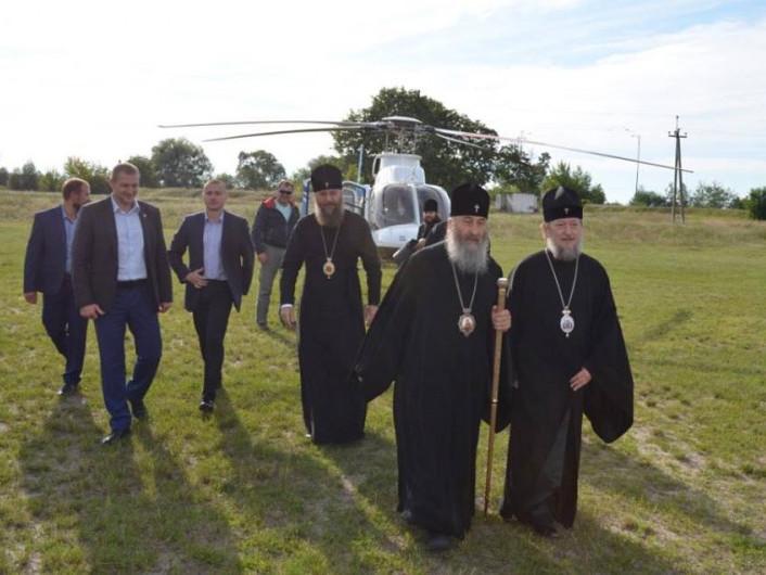 Гощанщину відвідав митрополит на вертольоті