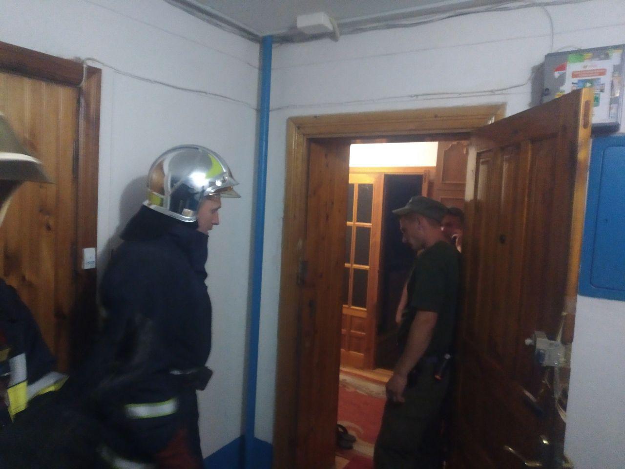 Рівненські рятувальники знайшли мертвого чоловіка у його власній квартирі