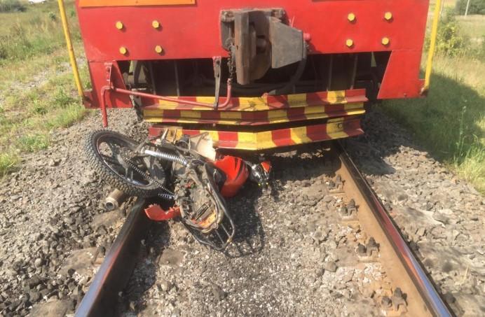На Рівненщині юнака розчавив локомотив