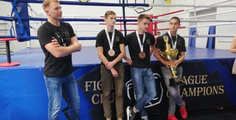 Рівненські кікбоксери-чемпіони повернулися додому