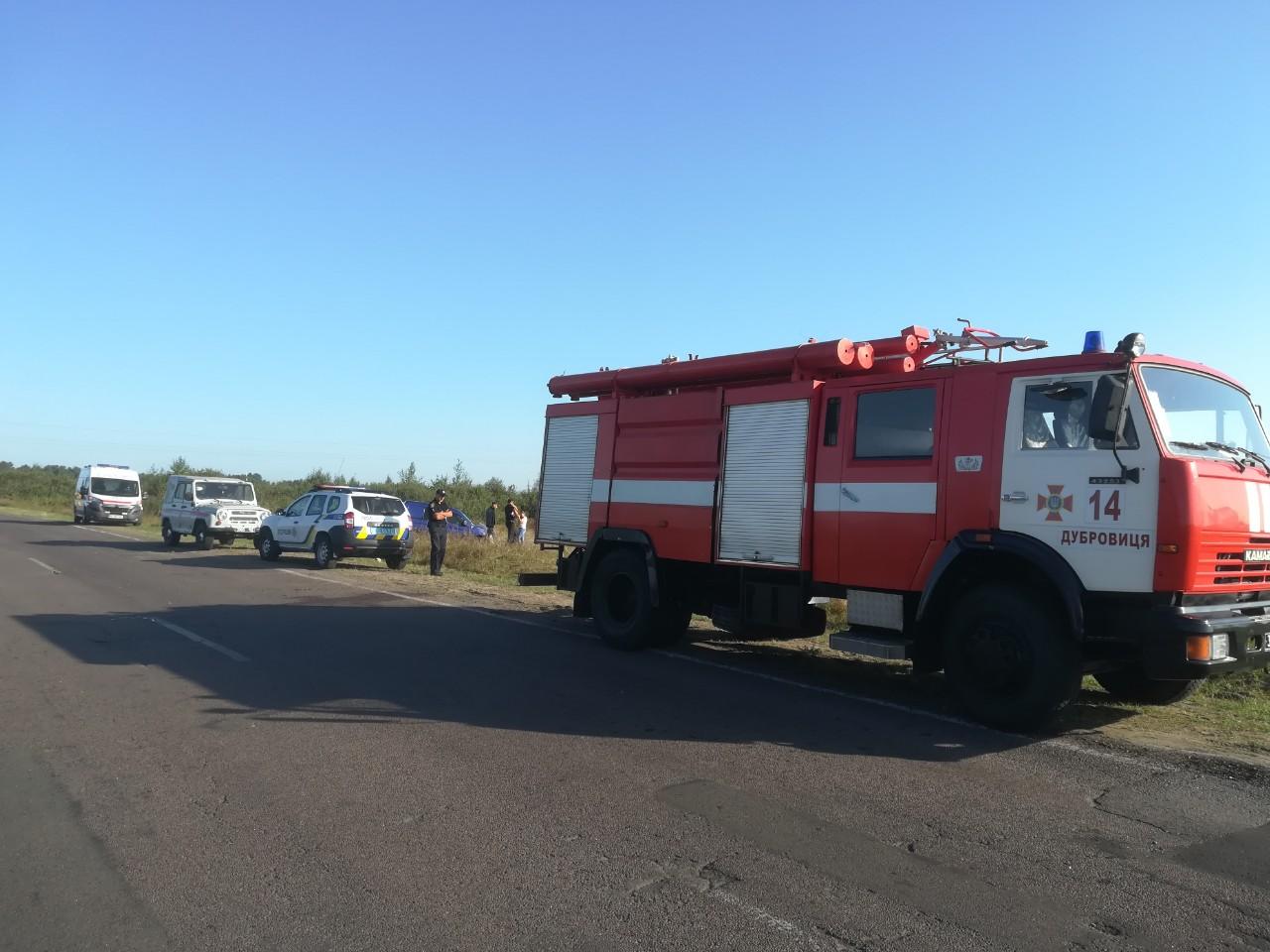 Дубровицькі рятувальники надали допомогу по діставанню легкового автомобіля з кювету