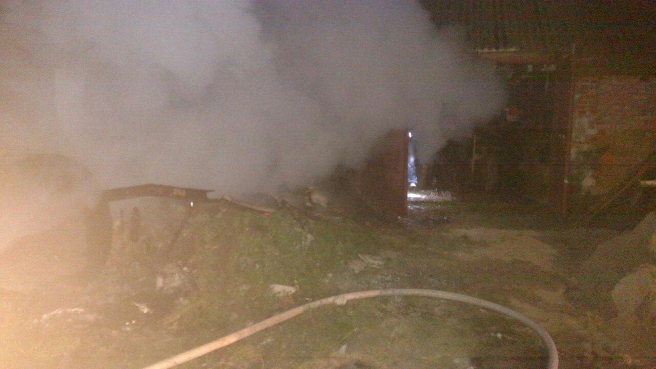 Здолбунівські рятувальники ліквідували пожежу у гаражі
