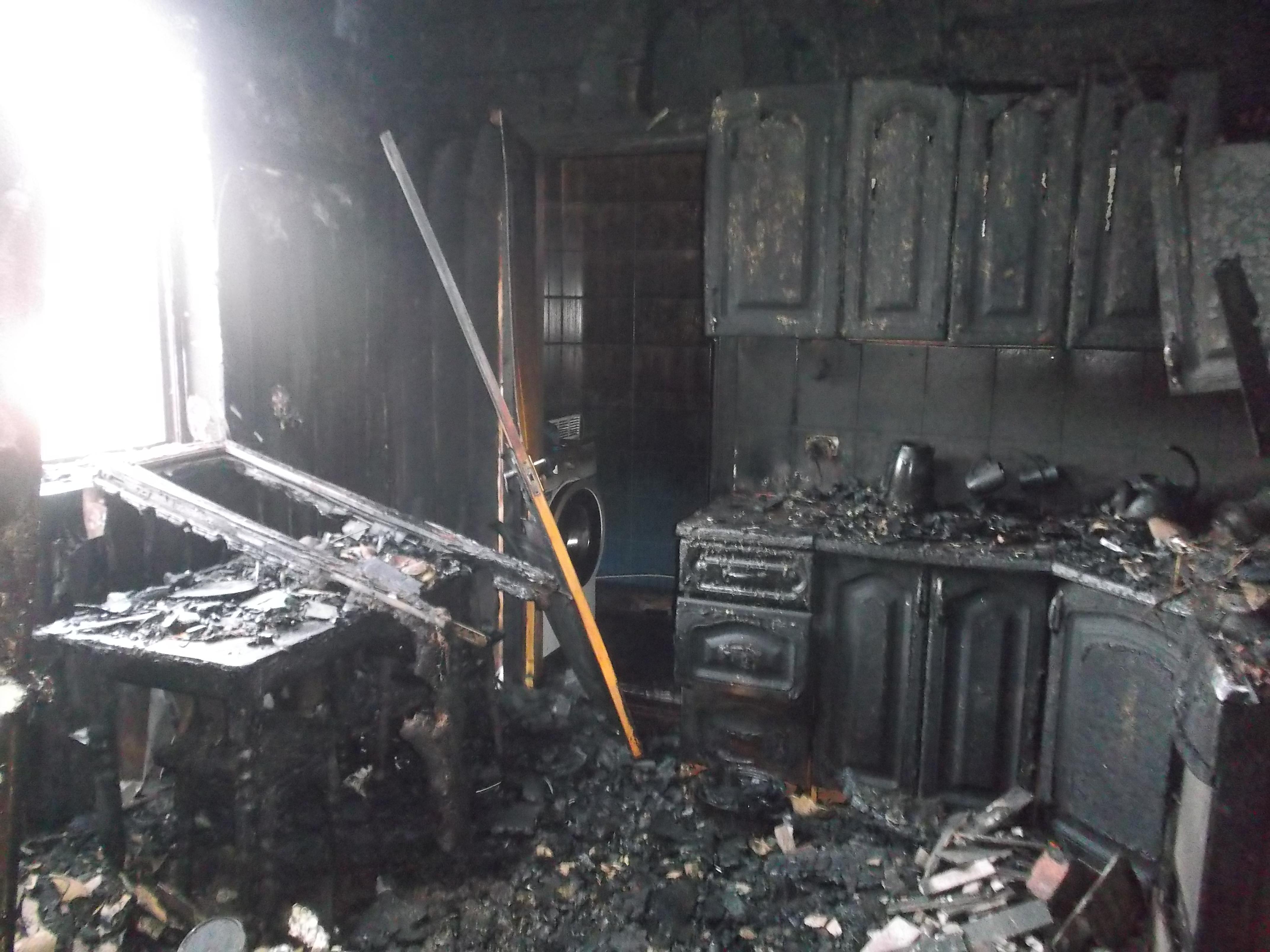 Володимирецькі рятувальники ліквідували пожежу у селі Озеро