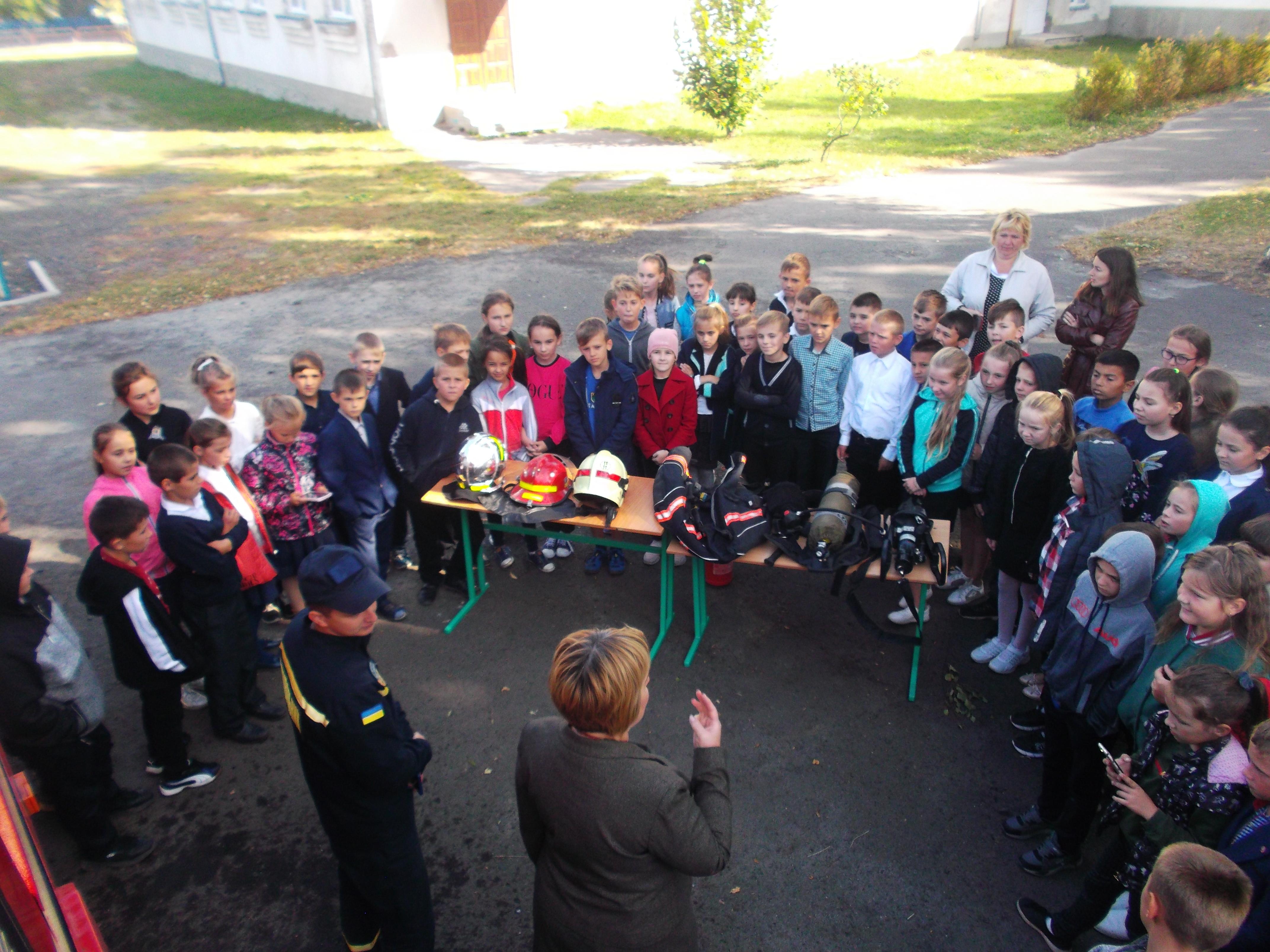 Рятувальники завітали до володимирецьких школярів
