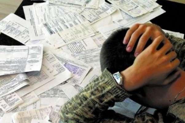 На Рівненщині місцеві жителі сплачують за комунальні послуги, але й надалі боргують: яка причина