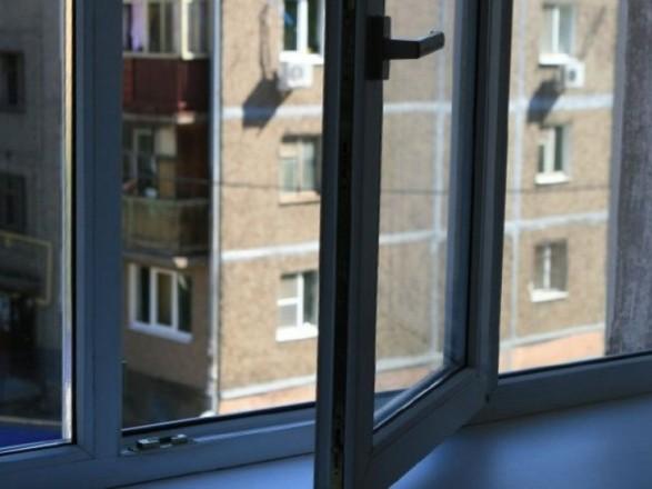 У Рівному чоловік випав з вікна багатоповерхівки: від постраждалого відчувався запах алкоголю