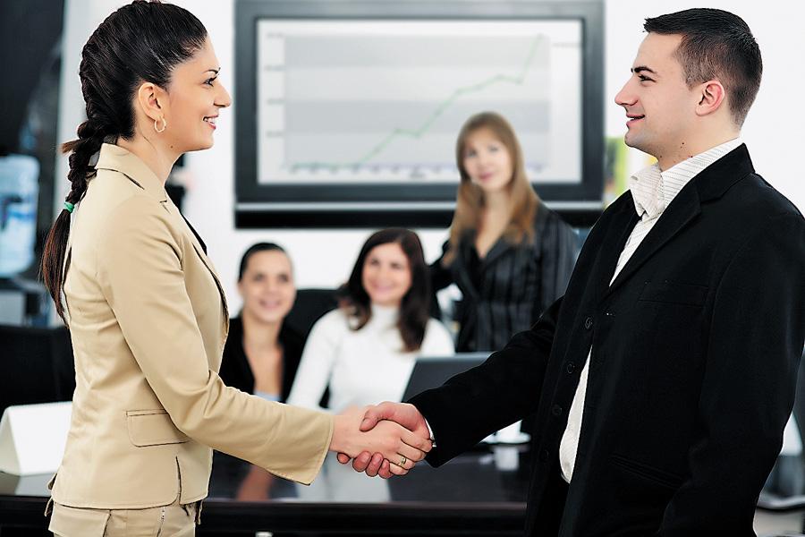 Рівненським роботодавцям: коли потрібно сповіщати податкову про прийняття нового працівника