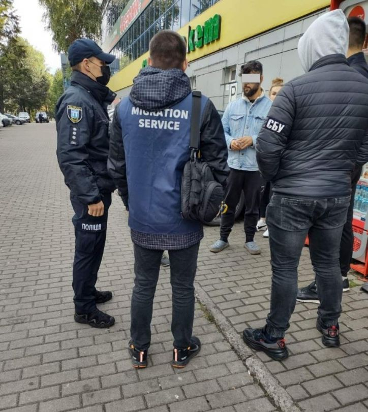 У Рівному громадянин Туреччини хотів одружитися на українці для реєстрації, але міграційники депортували його раніше