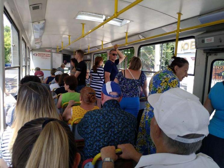 «Жовта» зона: стоячих пасажирів у рівненських тролейбусах не братимуть